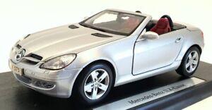 Maisto 1/18 Scale Model Car B66962189 - Mercedes Benz SLK Klasse - Silver