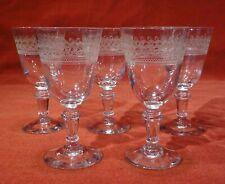 5 anciens verres à pied en verre gravé  belle qualité  ht 12,3 cm   lot 2