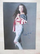Milla Jovovich Autogramm signed A4 Magazinbild