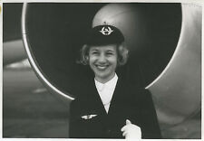 PHOTO ANCIENNE - VINTAGE SNAPSHOT - AVION HÔTESSE DE L'AIR UNIFORME AIR FRANCE 2