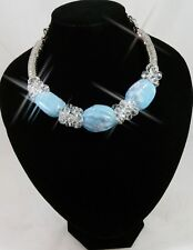 A BEAUTIFUL SILVER COLOURED WITH BLUE CERAMIC + CRYSTAL BEAD STATEMENT NECKLACE