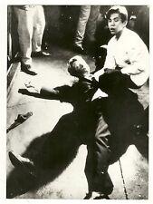 Asesinato de Bobby Kennedy . Fotografía de prensa hacia 1968. Gelatinobromuro.