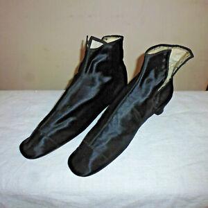 Ancienne paire de Bottine à talon chaussure soie noire satin à lacet début XIXe
