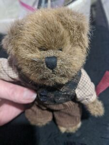 Item #574. Russ VINTAGE COLLECTION STUFFED BEAR - RETIRED