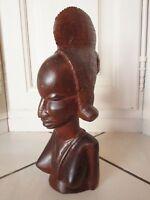 ancienne statuette africaine de femme-en bois taillée dans la masse