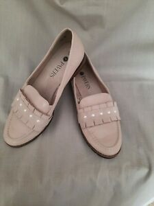 Ladies Leather Beige Loafers By Pavers Size 5 Immaculate Condition