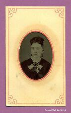 FERROTYPE : JEUNE FEMME AUX JOUES RÉHAUSSÉES EN COULEUR VERS 1880- K11