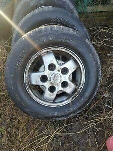Land Rover Discovery set of 4 rims and tyre 235/70 R 16