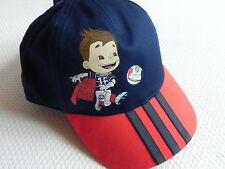 Adidas Mütze Base Cap MASCOT für Kinder in Blau/Rot mit Motiv neu!