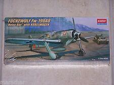 (aca12498) - *academy 1 72 -fw 190a-8 with Kubelwagen (aca02213)