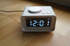 Radiowecker K1 Uhrenradio mit Dual USB-Lader und AUX weiss FM-Radio
