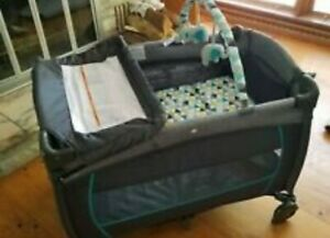 Evenflo baby deluxe playpen with bassinet