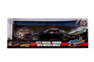 Smokey & the Bandit - 1977 Pontiac Firebird 1:24 Hollywood Ride with belt buckle