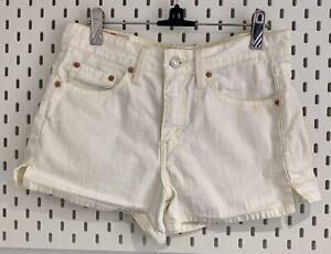 Vintage Levis Ladies Shorts. Off White. Size XS