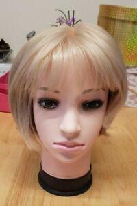 BNWT(HO WIG) absolutely stunning blonde petite bob wig C1