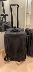 Tumi 022045d4  Black Weekender Wheeled Duffel retail $575