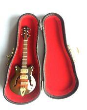 Guitarra Electrica Gretsch & Estuche Duro, casa de muñecas en miniatura de instrumento musical.