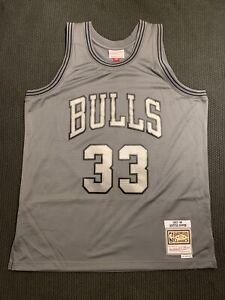 Mitchell & Ness Chicago Bulls Scottie Pippen 1997-98 Metal Swingman Jersey Sz L