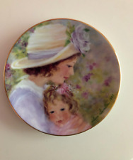 "Avon Mothers Day Plate ""Tender Moments"" 1997 5"" x 5"" - Mint"