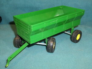 ERTL FARM WAGON JOHN DEERE GREEN PLASTIC TRAILER no.1855SF00