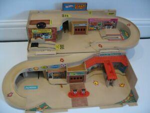 Hot Wheels Garage Sto & Go Service Centre Vintage Playset 1979 Mattel DMW90