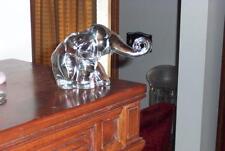 HEISEY  MAMA/MEDIUMN ELEPHANT FIGURINE TRUNK OUT CIRCA 1945