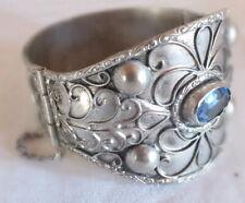 bracelet manchette métal argenté pierre bleue