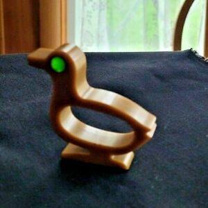 BAKELITE  Napkin Ring ** DUCK ** Vintage ** Tan/green **