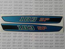 2 AUTOCOLLANTS POUR   PEUGEOT  103 SP FOND BLEU N°1B