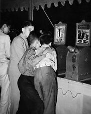 BOYS VIEWING NUDE PENNY MOVIE AT FAIR 1938 8x10 SILVER HALIDE PHOTO PRINT