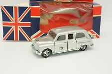 Dinky Toys GB 1/43 - Austin London Taxi Silver Jubilee