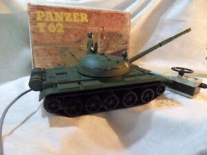 DDR Spielzeug-Panzer T62 NVA in OVP