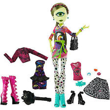 Monster High I Heart Fashion Iris Clops Doll & Fashion