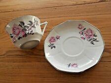 1 Tasse a thé et sous tasse  porcelaine roses Shabby