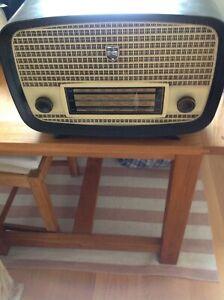 Vintage Ultra Radio U930.