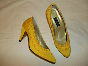 Gucci pumps, yellow grosgrain fabric, embroidered, Size 37, US 7, New Vintage