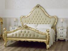Letto matrimoniale Bryanna stile Barocco Francese foglia oro ecopelle champagne