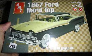 AMT 31544 1957 Ford Fairlane 500 2n1 1/25 Model Car Mountain FS