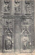 AIX-en-PROVENCE - détail de la porte de la cathédrale St-Sauveur - portail noyer