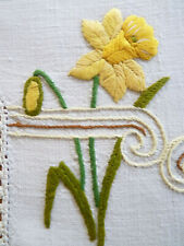 HAPPY DAFFODILS Large Doily / Table Centre Vintage Hand Embroidered