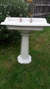 Heritage Bathroom Sink Shell Cluster