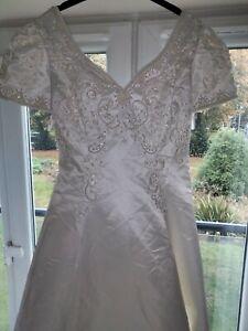 Wedding dress size 14/16. Embroidery