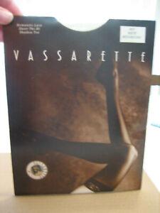New VASSARETTE White Thigh High Stockings Style 9075 - Size M Long