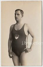 Beefcake Swimmer in swimsuit/a galleggiante * VINTAGE 1920s Photo PC GAY INT
