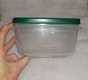 Rubbermaid  5 Cup Food Storage Organization Container Easy Find Lid  Green