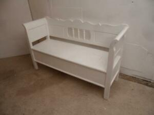 A Lovely Painted White 2/3 Seater Antique/Old Pine Hall/Kitchen Box/Settle/Bench