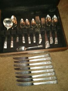 Oneida Community Silverplate Coronation Silver Plate 50 pc Silverware Set + Case