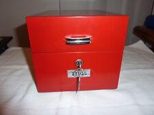Schedario orizzontale Zeuss metallico rosso con chiave