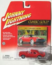 JOHNNY LIGHTNING R16 CLASSIC GOLD 1967 CHEVY CAMARO COUPE