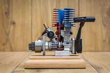 Visualizzazione spaccato SH 18 Nitro motore montato su base in rovere massello